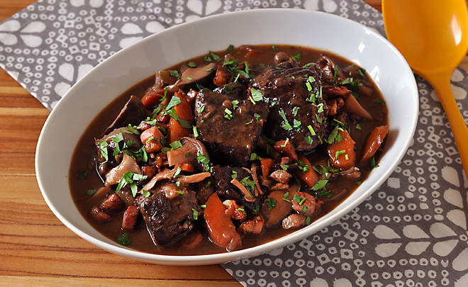 how to make beef bourguignon sauce