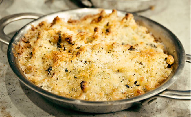 Macaroni cheese with fresh shaved truffles